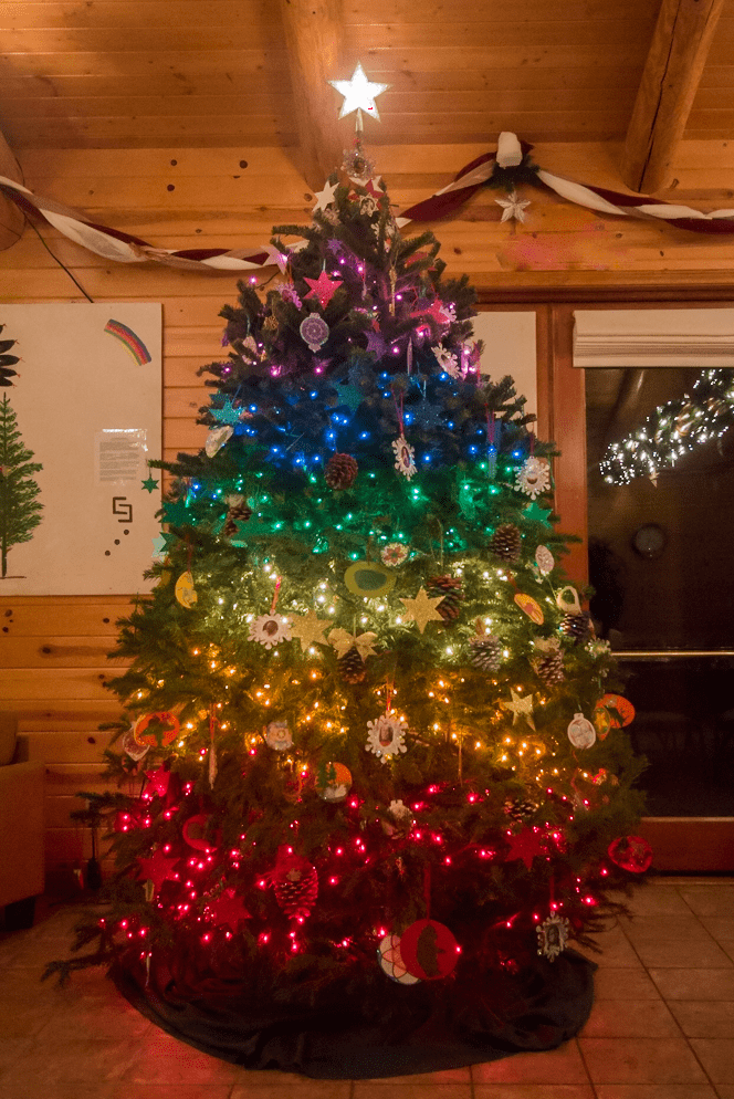 sunburst-lodge-christmas-tree_2016
